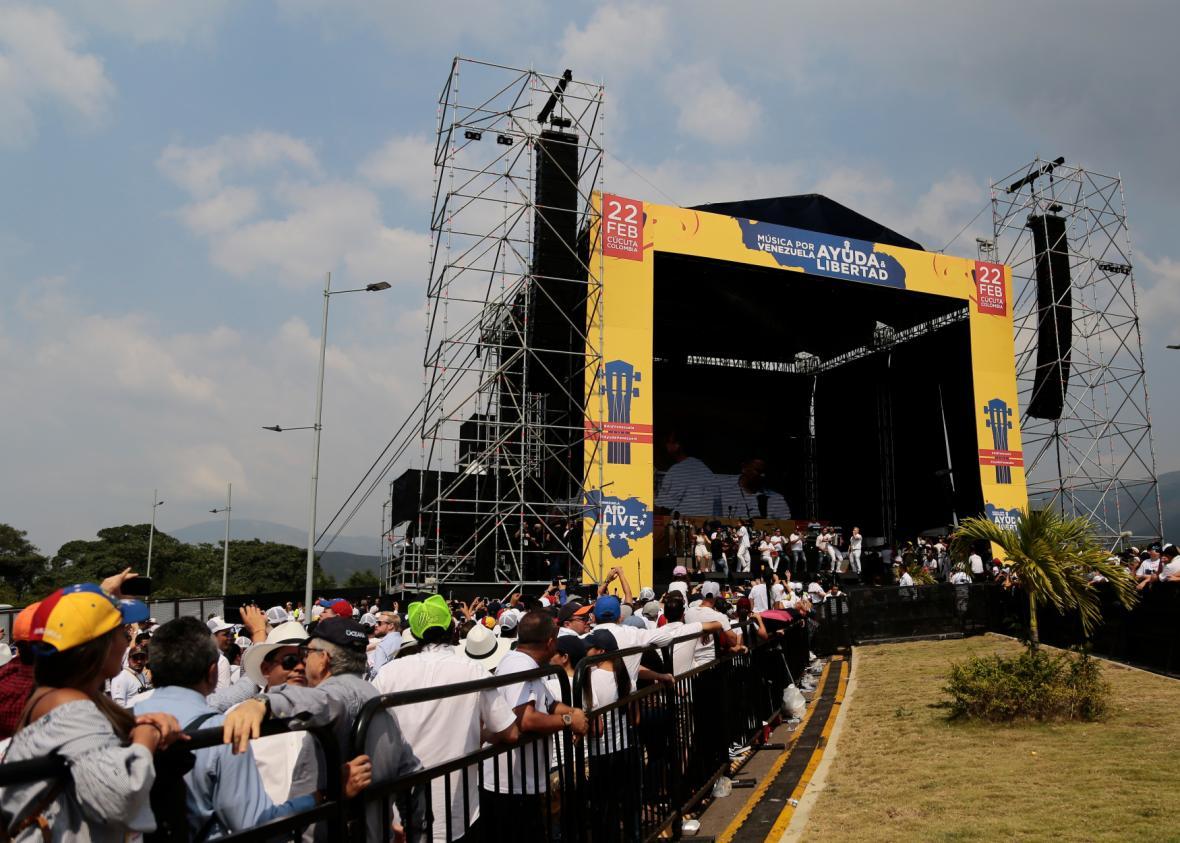 Návštěvníci pátečního koncertu Venezuela Aid Live, který se uskutečnil na kolumbijské straně hraničního mostu Tienditas.