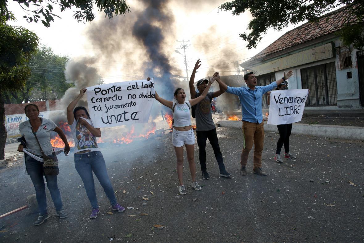 Demonstranti v obci Ureňa u hranic s Kolumbií