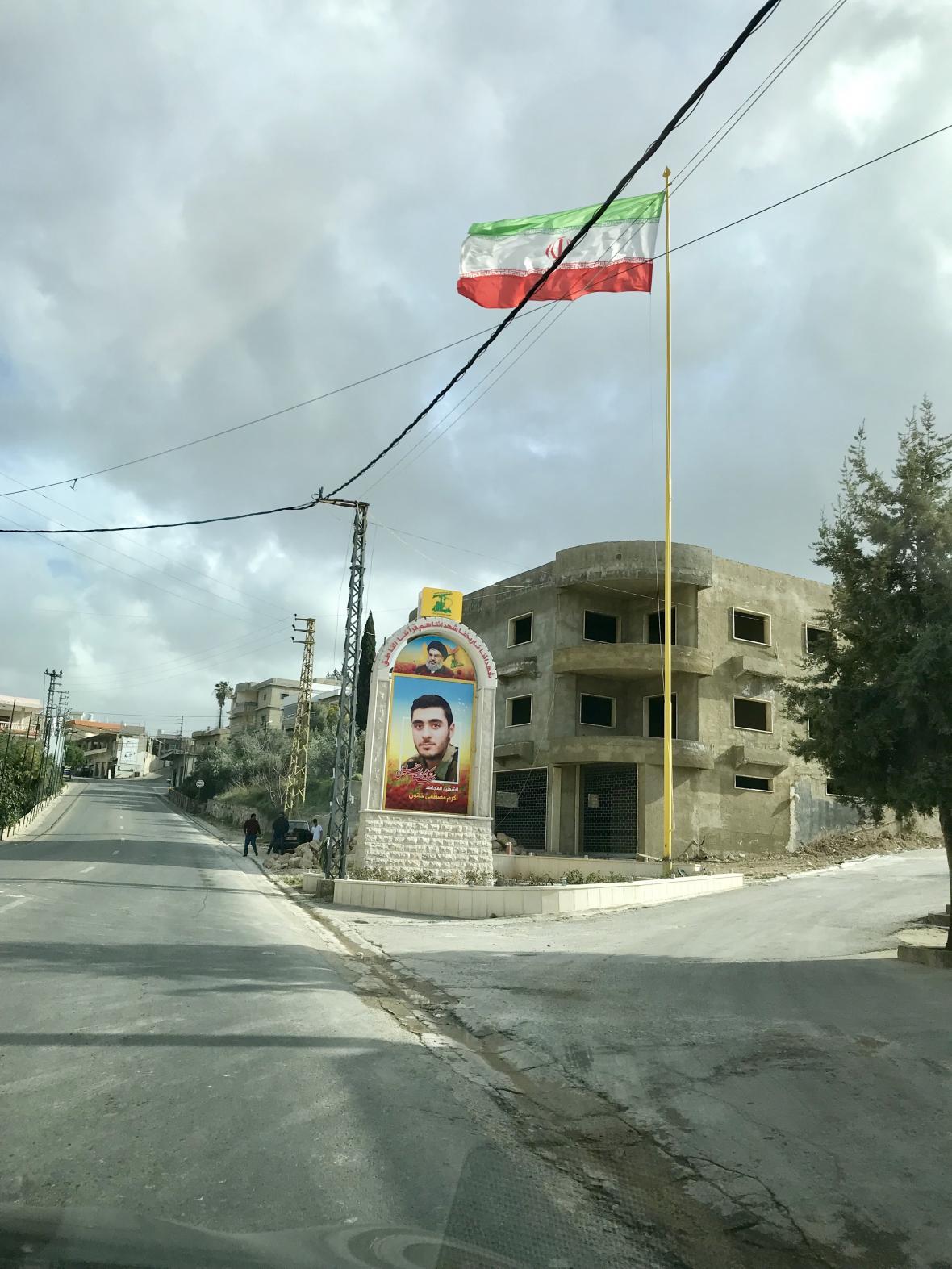 Na jihu Libanonu často vlají íránské vlajky