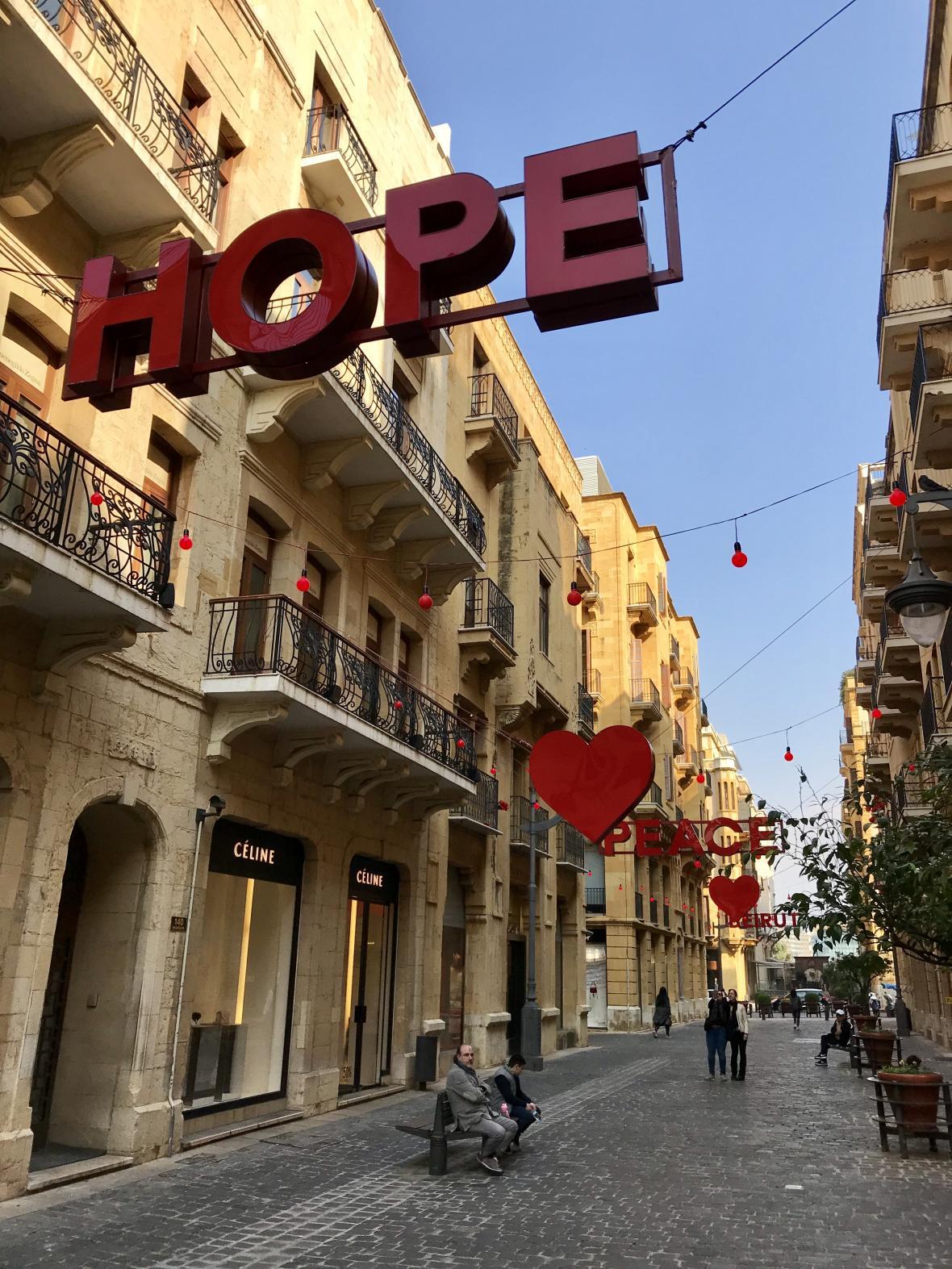 Jedna z typický pařížských ulic v Bejrútu