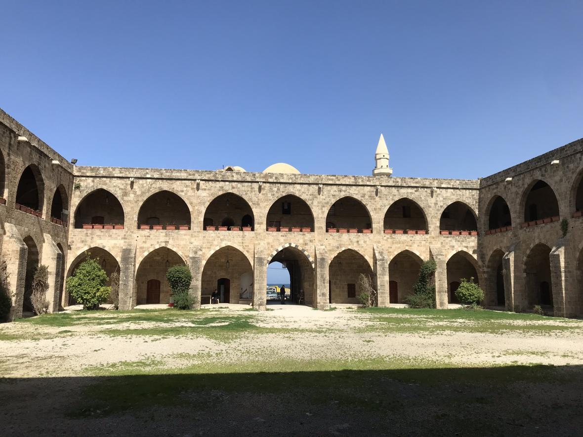 Původní ubytovna pro námořníky a místo pro skladování zboží v Sidónu