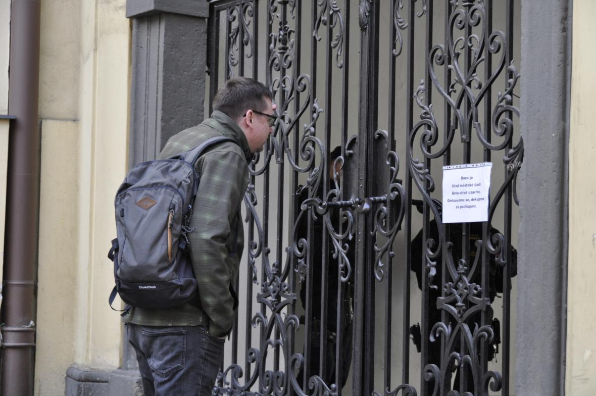Zásah na radnici Brno-střed pokračuje. Policie chce pro pět obviněných vazbu 70f73f5f801