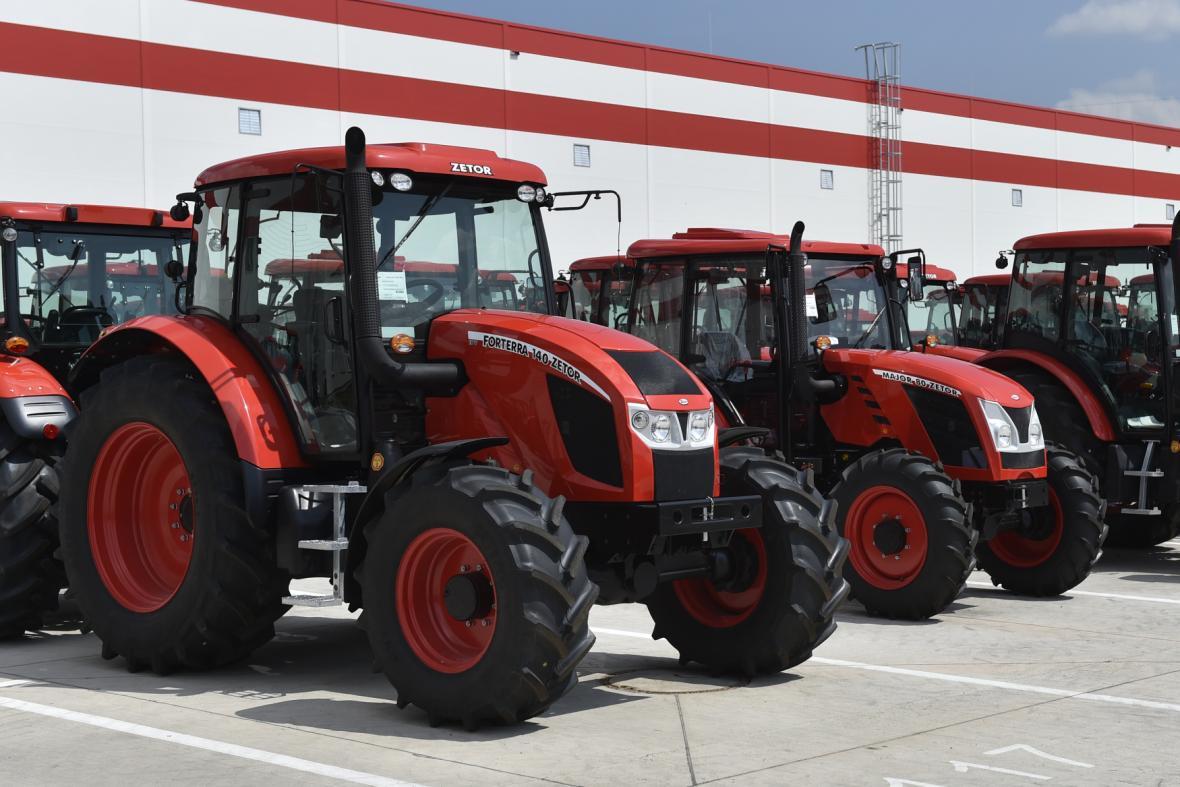 Výroba traktorů v Zetoru se znovu rozjela. Zaměstnanci 6b5ef232bc