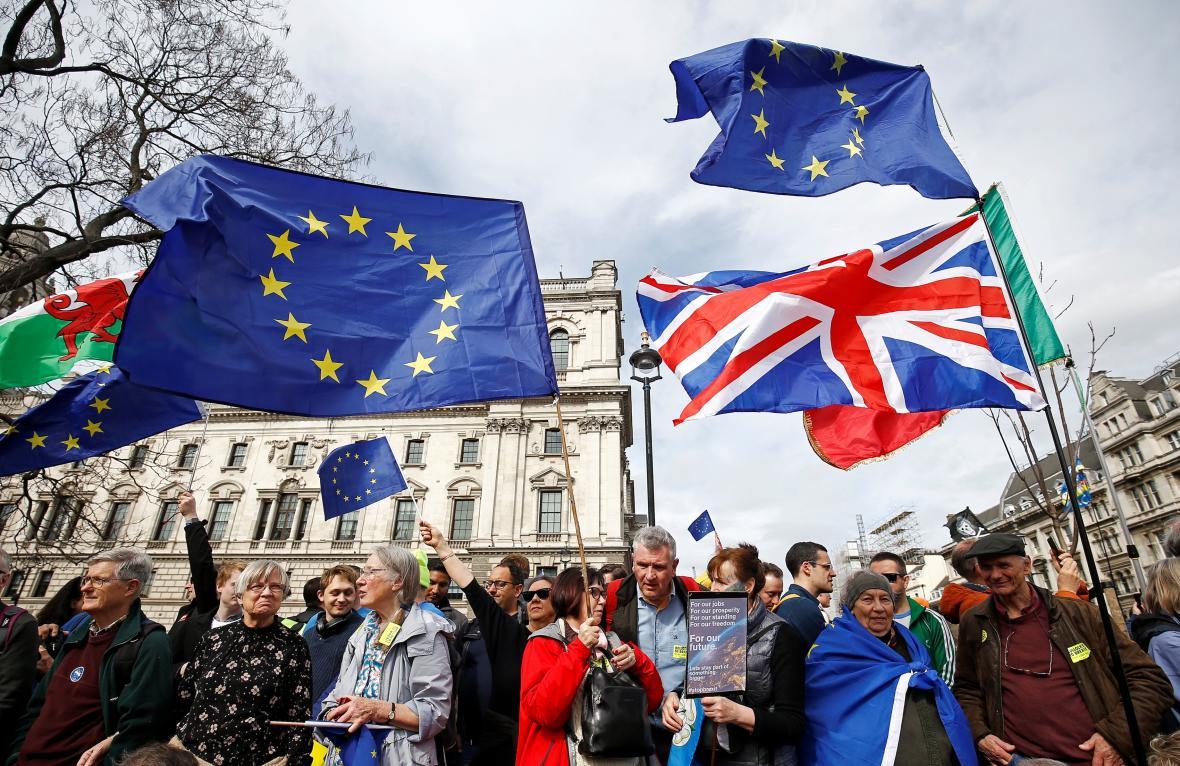 Pochod odpůrců brexitu a zastánců nového referenda