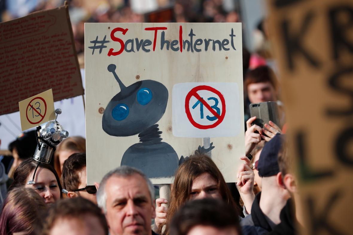 Protest proti reformě autorských práv na internetu v Berlíně
