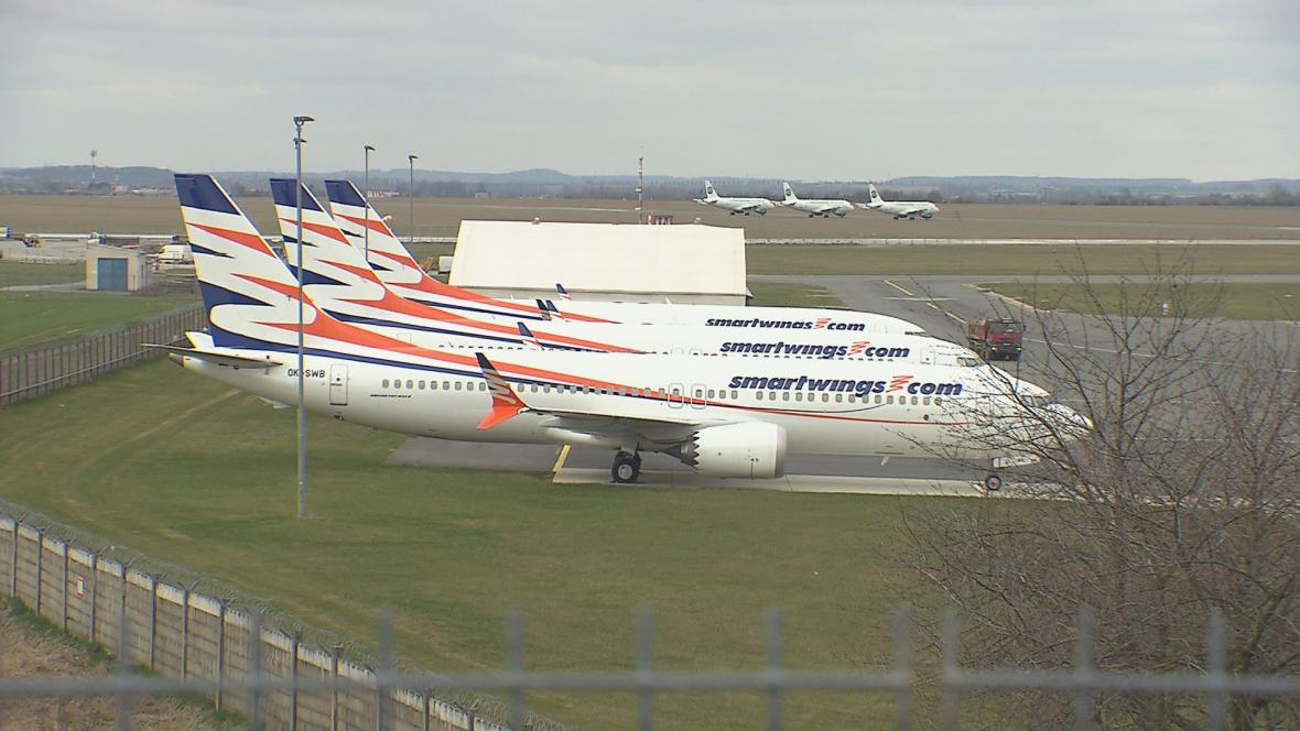 Uzemněné letouny Boeing 737 MAX společnosti Smartwings v Praze