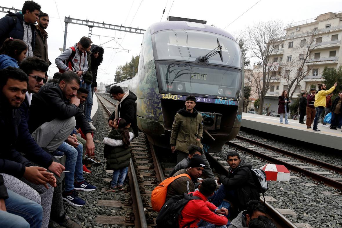 Migranti obsadili vlakové nádraží v Aténách