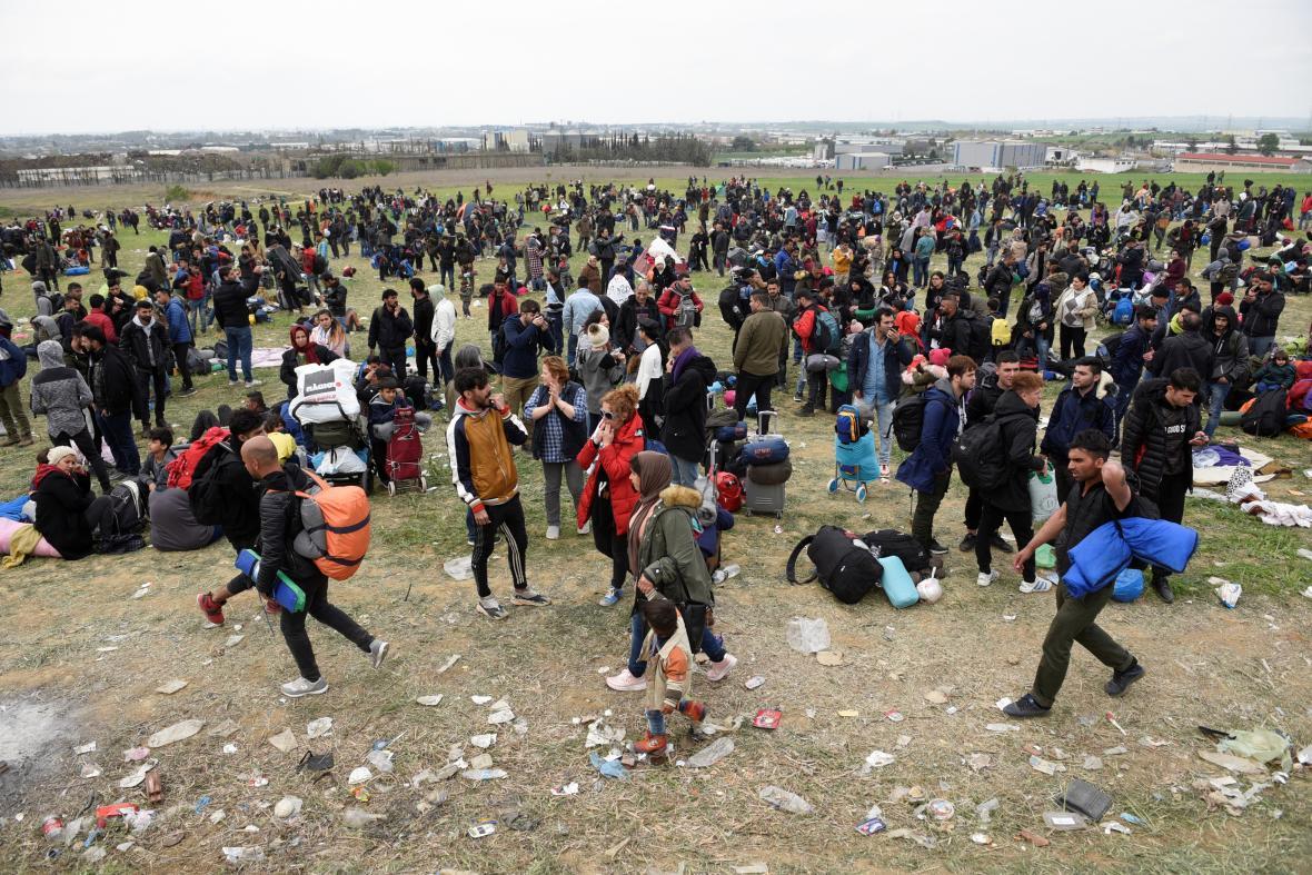 Migranti se střetli s policií u uprchlického tábora Diavata poblíž Soluně