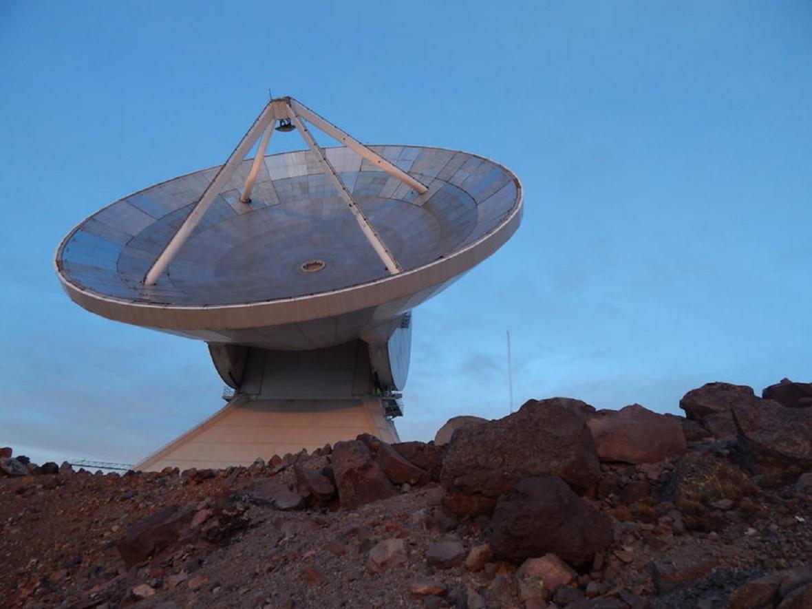 Teleskopy, které hledaly černé díry