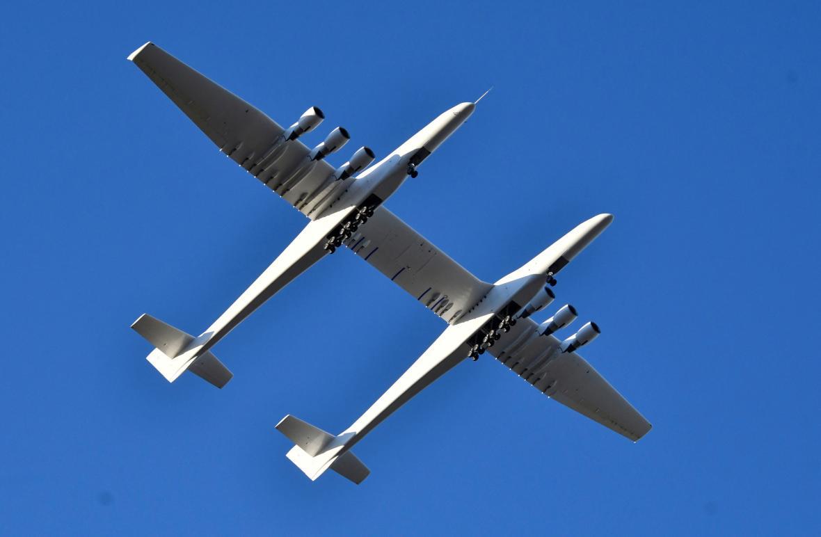 První let letadla Stratolaunch