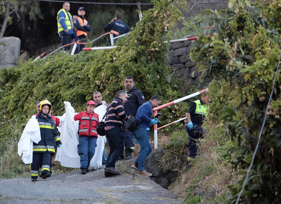 Na Madeiře havaroval autobus, 28 lidí nehodu nepřežilo
