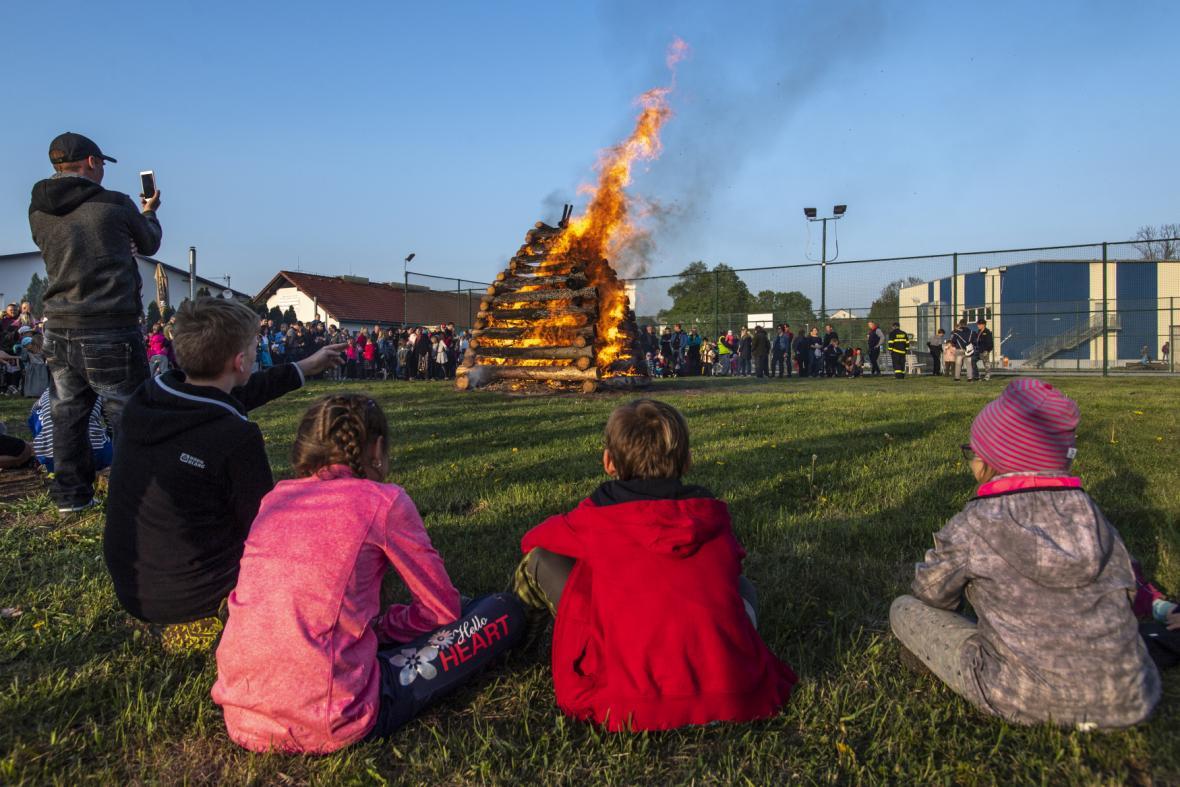 Po celém Česku lidé pálili čarodějnice