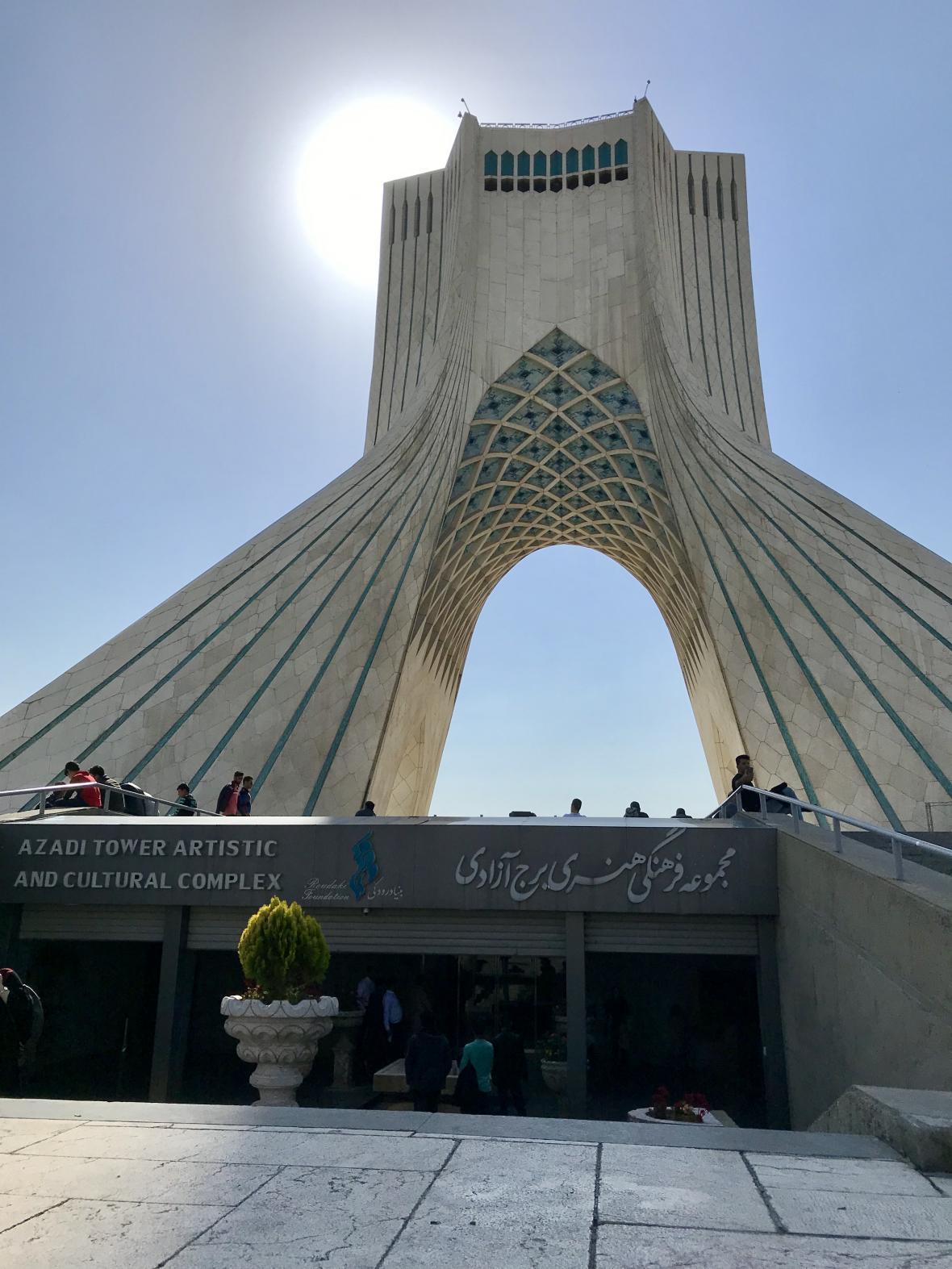 Památník Azadi v Teheránu