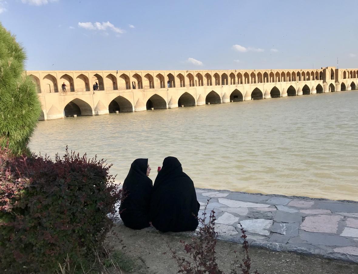 Jiné Íránky chodí zahalené v čádorech