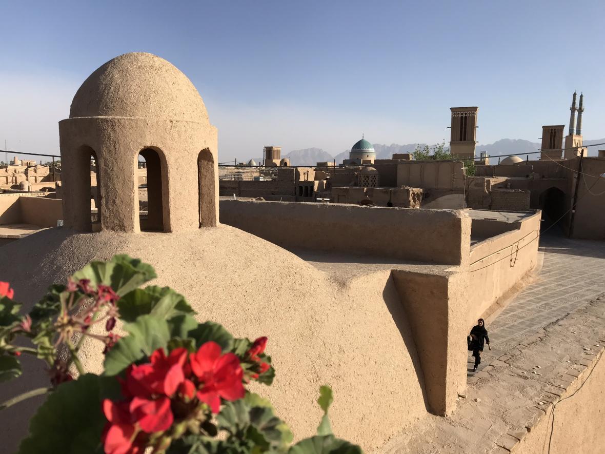 Výhled na pouštní město Jazd