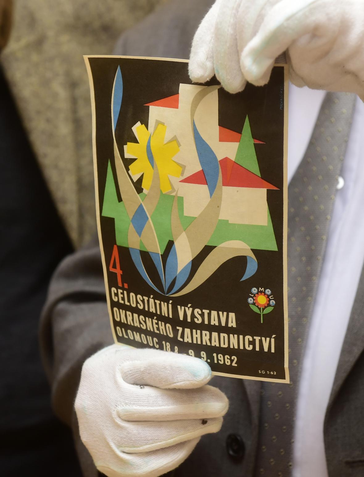 Plakát na 4. ročník výstavy okrasného zahradnictví z roku 1962, nynější Flory Olomouc.