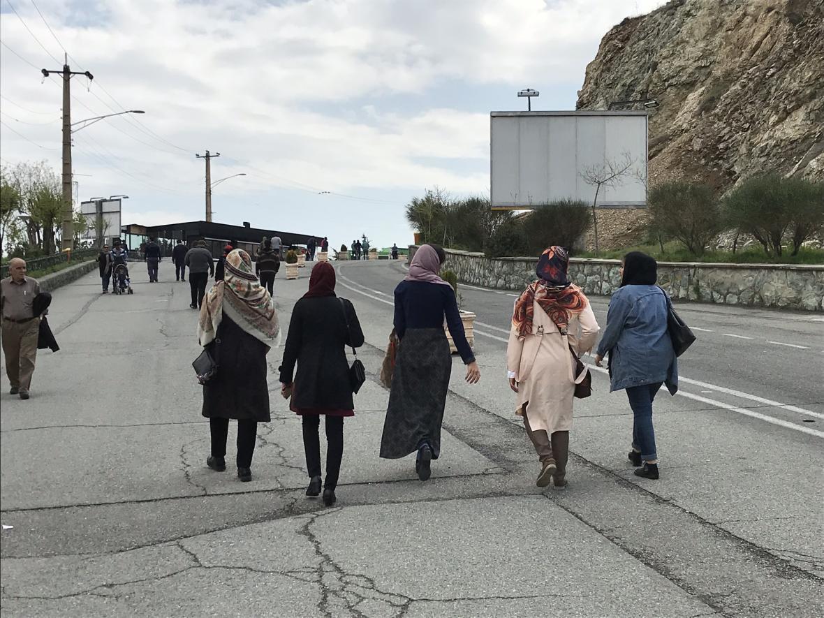 Íránky na výletě na kopci Tochal