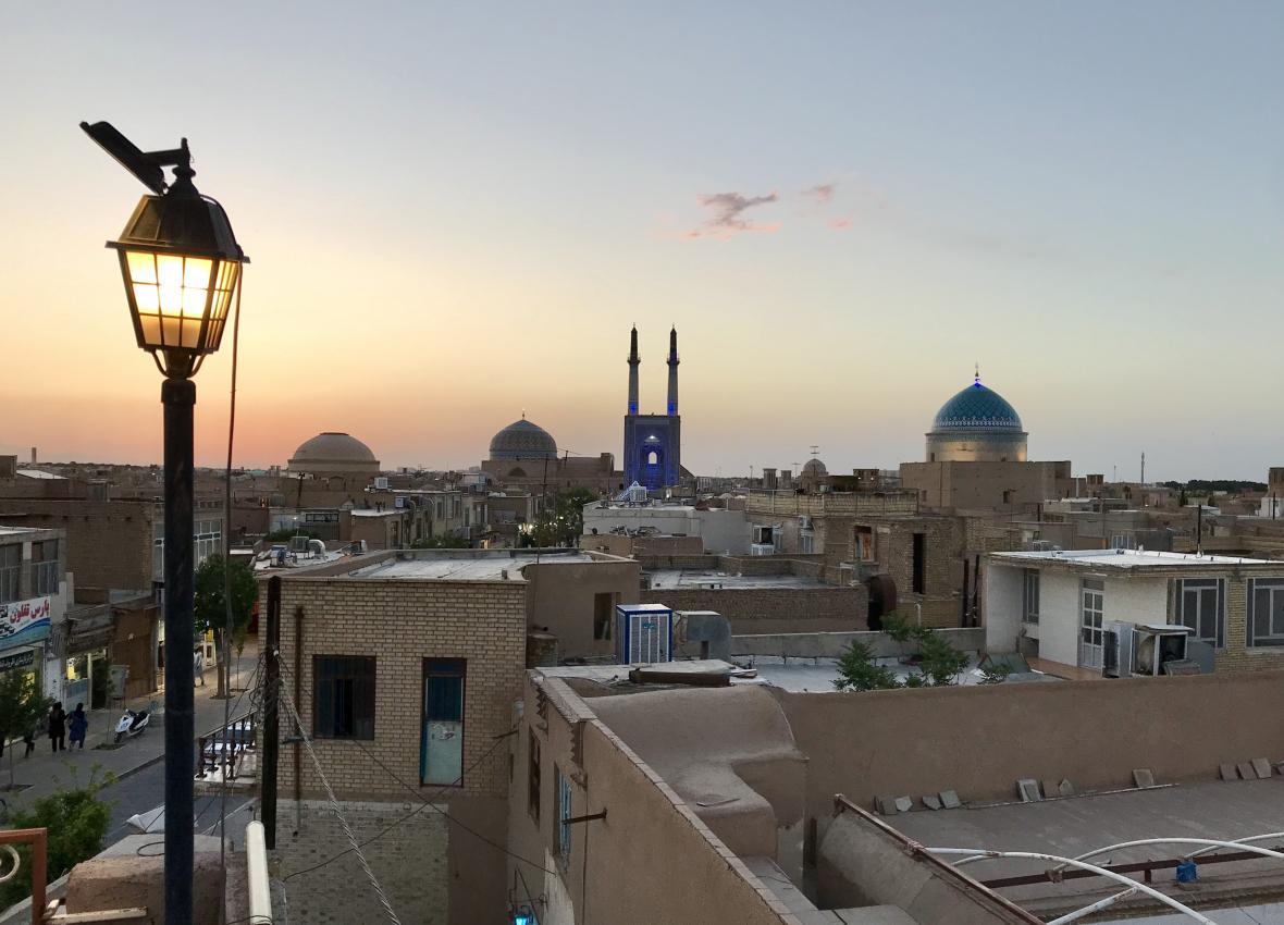Pouštní město Jazd při západu slunce