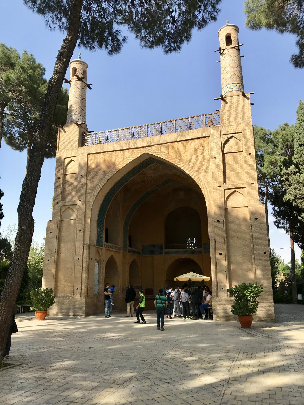 Monar Jonban s pohyblivými minarety