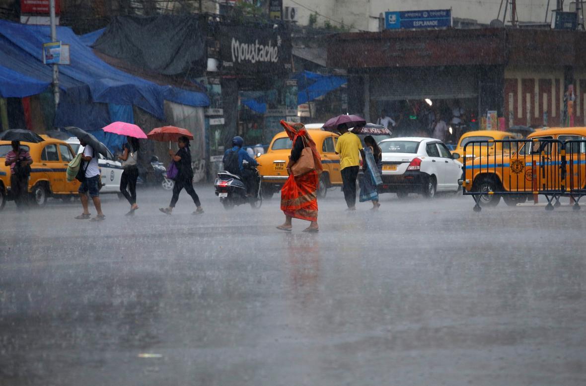 Tropická bouře Fani zasáhla Indii. Úřady evakuovaly přes milion lidí