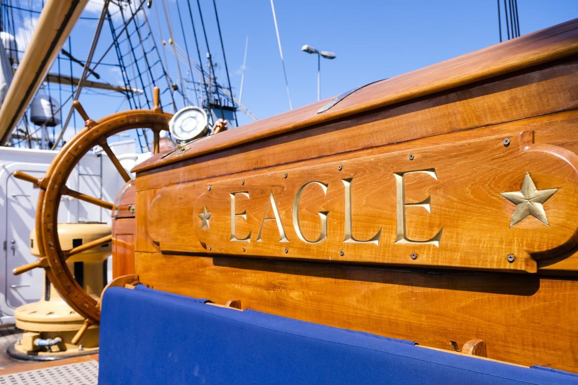USCGC Eagle (WIX-327) zakotvil v německém Kielu