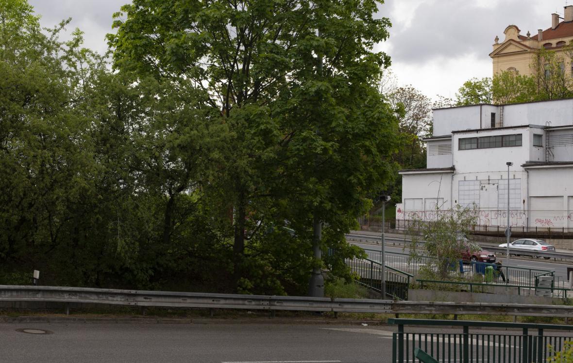 Křižovka v Holešovičkách v roce 1942 a 2019