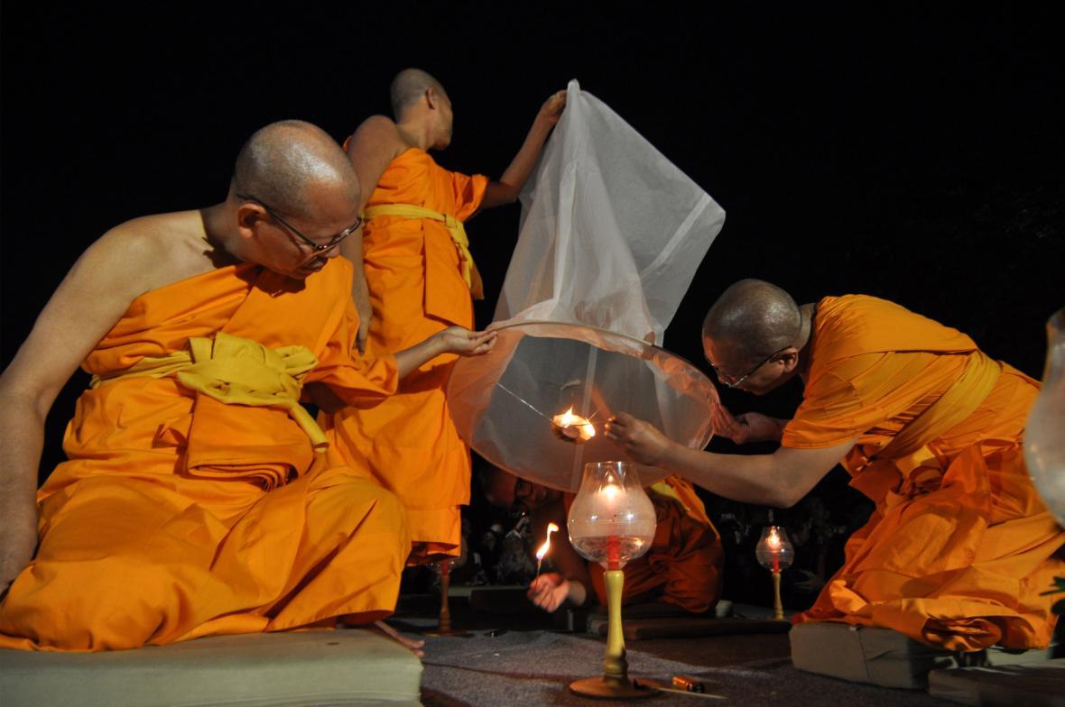 Milióny věřících oslavují den zvaný Vesak