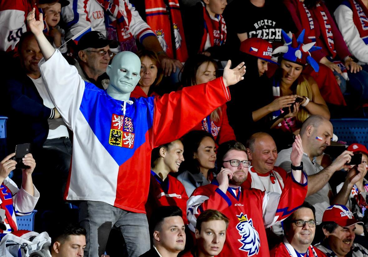1b3f6223341dd Vlakem se fanoušci do Bratislavy na čtvrtfinále s Německem ještě dostanou.  Dopravci přidávají vagony — ČT24 — Česká televize