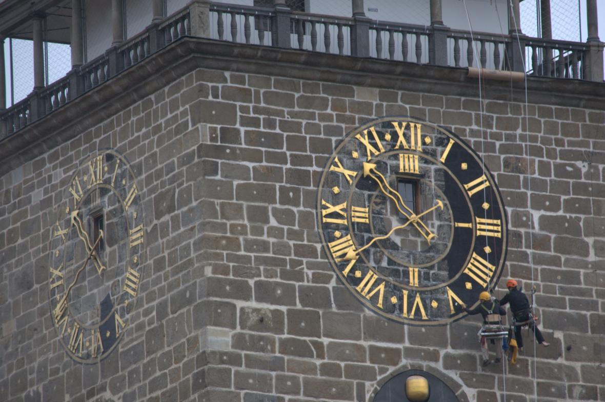 Renovace ciferníku na Černé věži potrvá pět dní