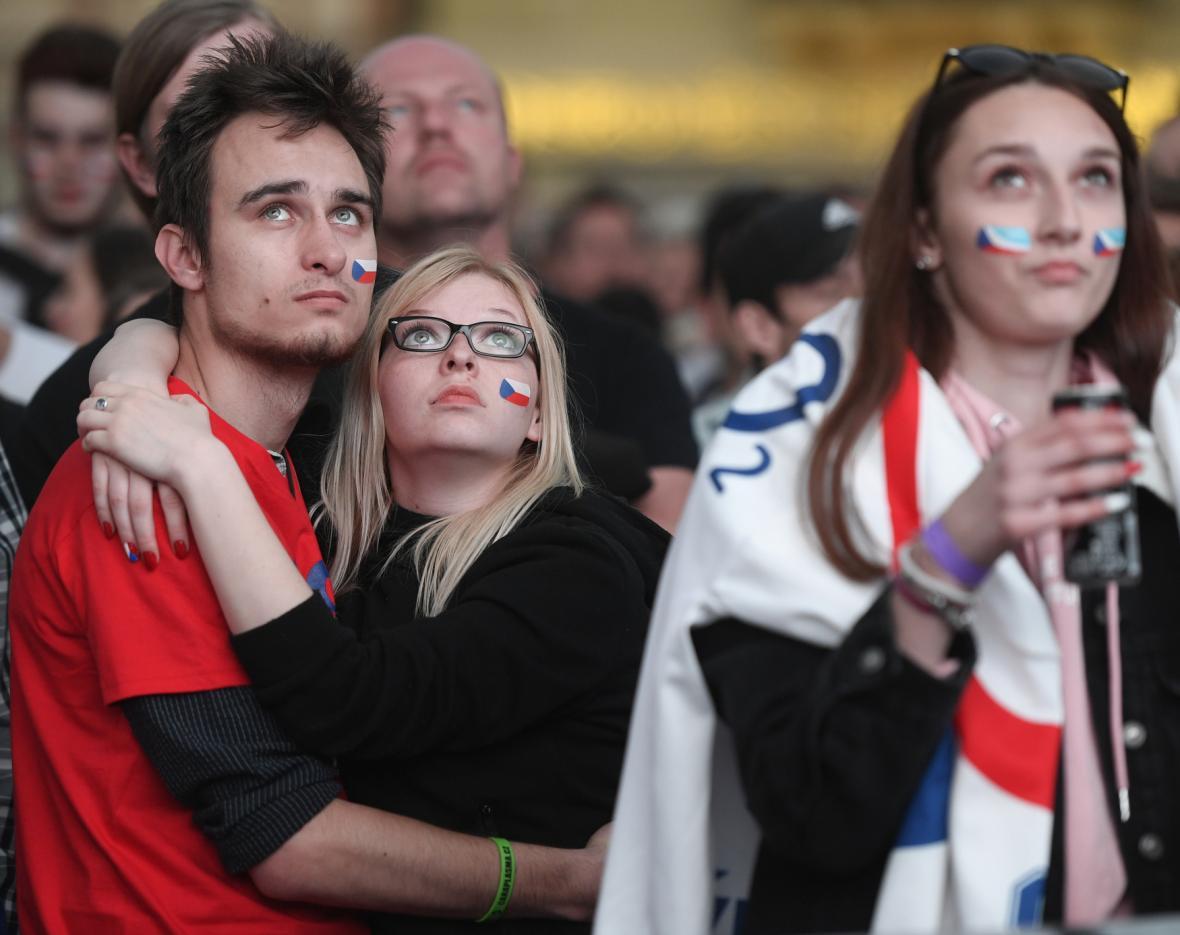 Fanoušci hokeje sledují boje o medaile i na Staroměstském náměstí v Praze