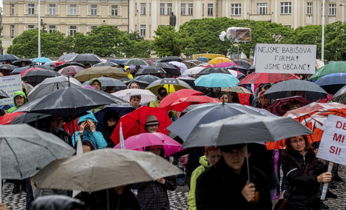 Demonstrace proti Babišovi a Benešové v regionech