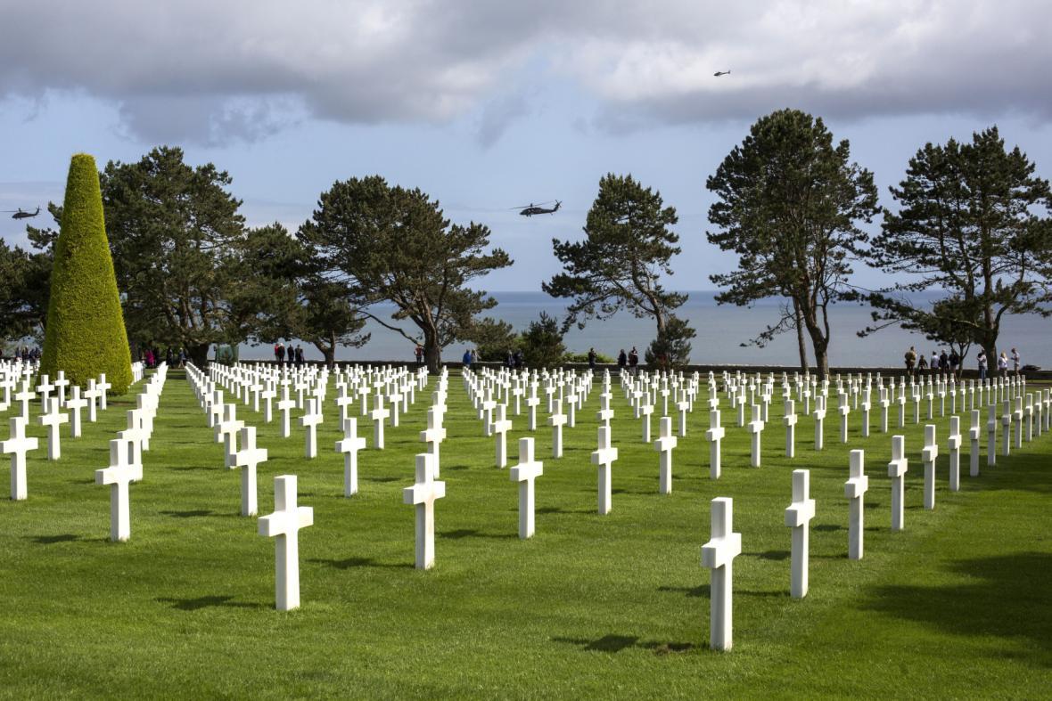 Padlé připomínají řady tisíců bílých pomníků
