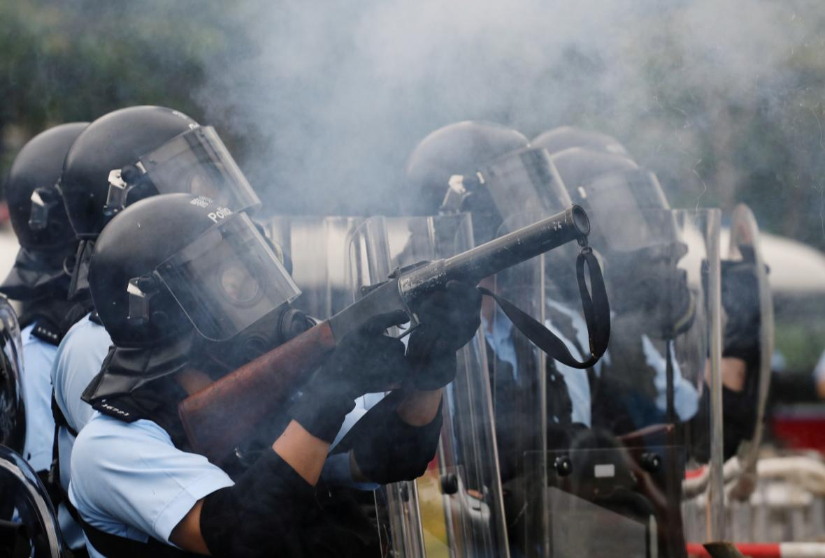 Zprvu poklidné protesty se během dne vyostřily