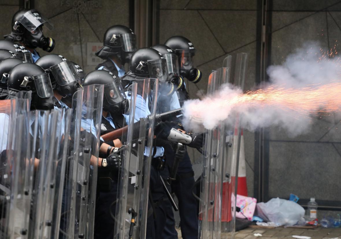 Policie použila slzný plyn