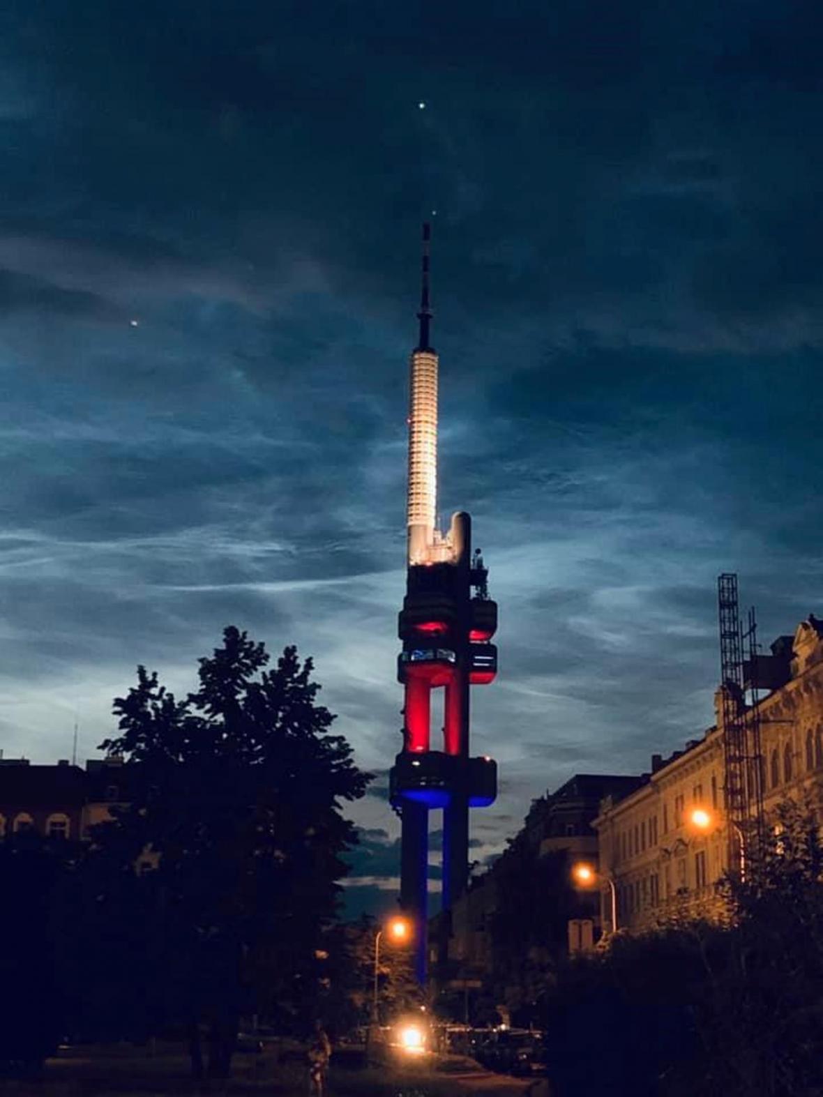 Noční svítící oblaka nad Českem