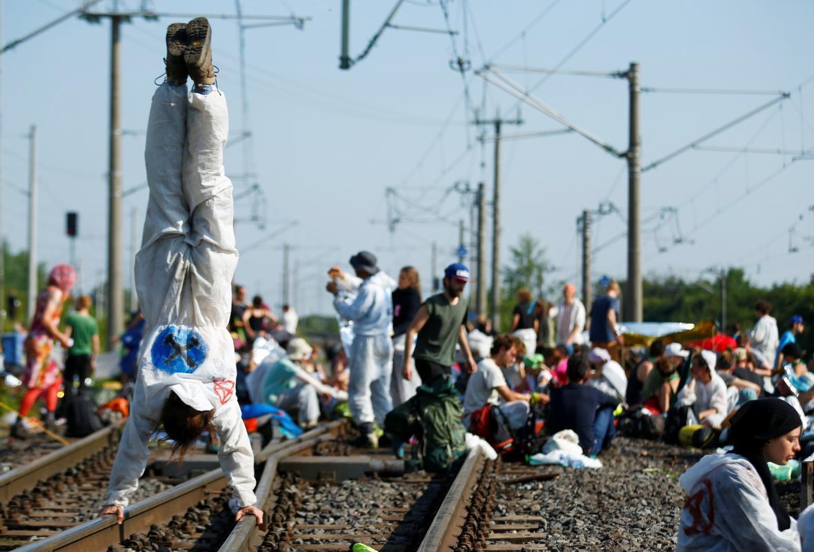 Aktivisté obsadili tratě vedoucí z dolu do elektrárny