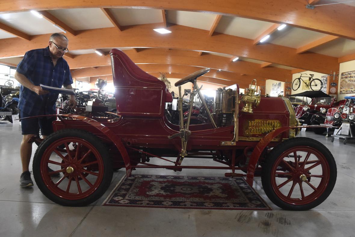 Jediný exemplář automobilu Windhoff z roku 1902 v kopřivnickém muzeu