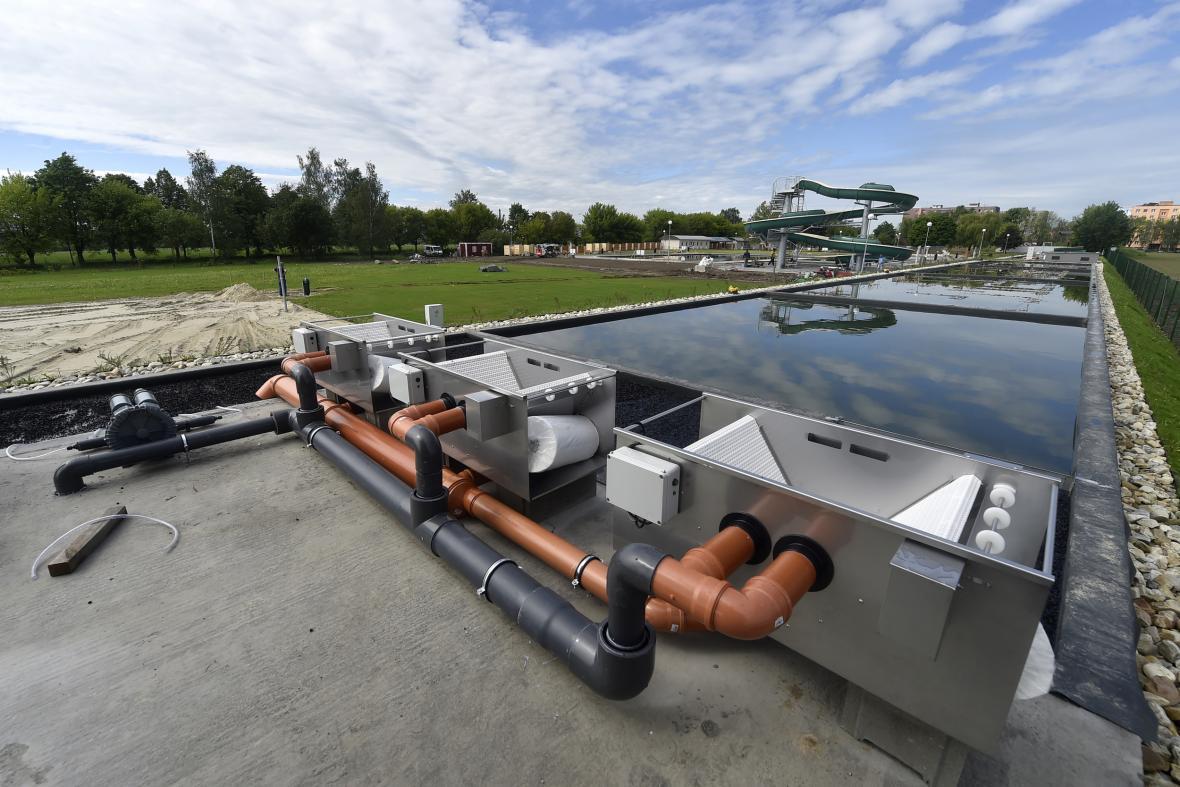 Koupaliště ve Studénce se po rekonstrukci změnilo na biotop