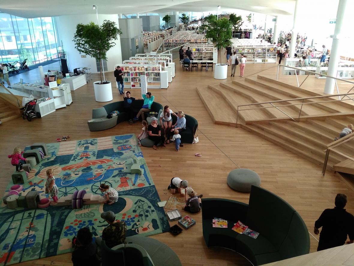 Interiér knihovny Oodi