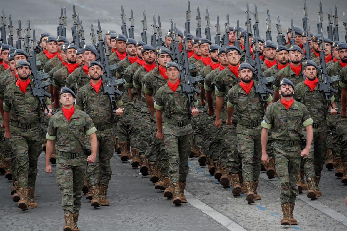 Na přehlídce pochodovali i španělští vojáci