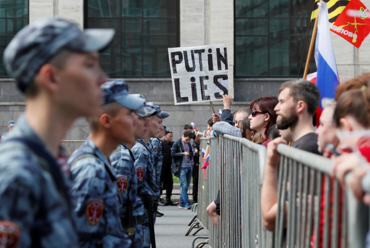 Demonstrace proti odmítnutí registrace kandidátů do voleb v Moskvě