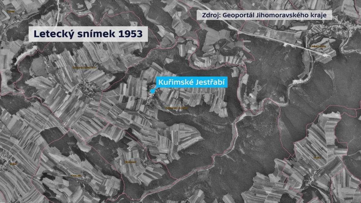 Letecké snímky polí okolo Jestřábí