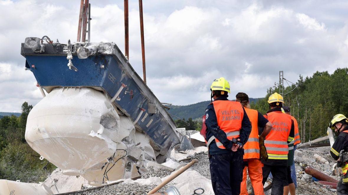 Hasičům se podařilo odstranit všechny vagony havarovaného vlaku