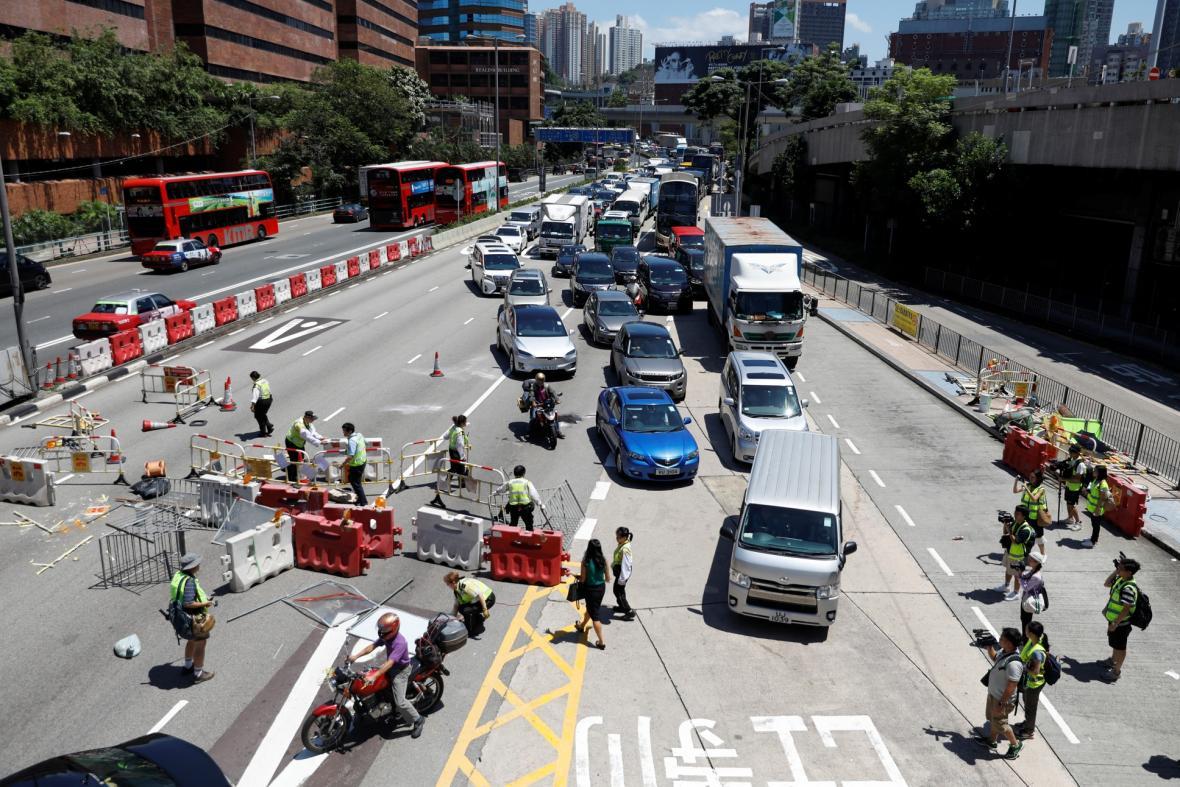 V Hongkongu kolabuje doprava