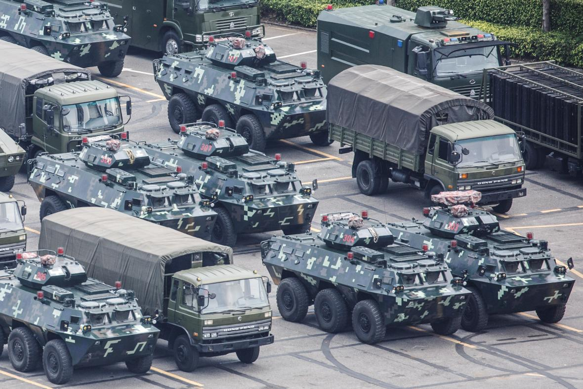 Čínská armáda pořádá vojenské cvičení u Hongkongu