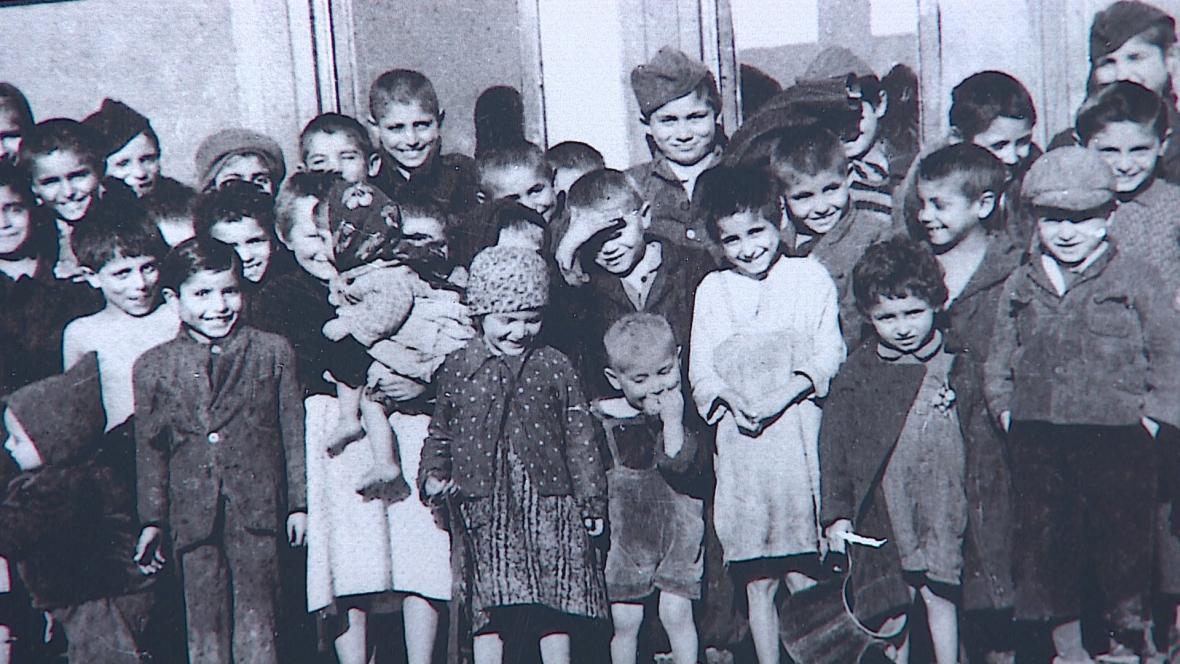 Památník holokaustu Romů a Sintů v Hodoníně u Kunštátu