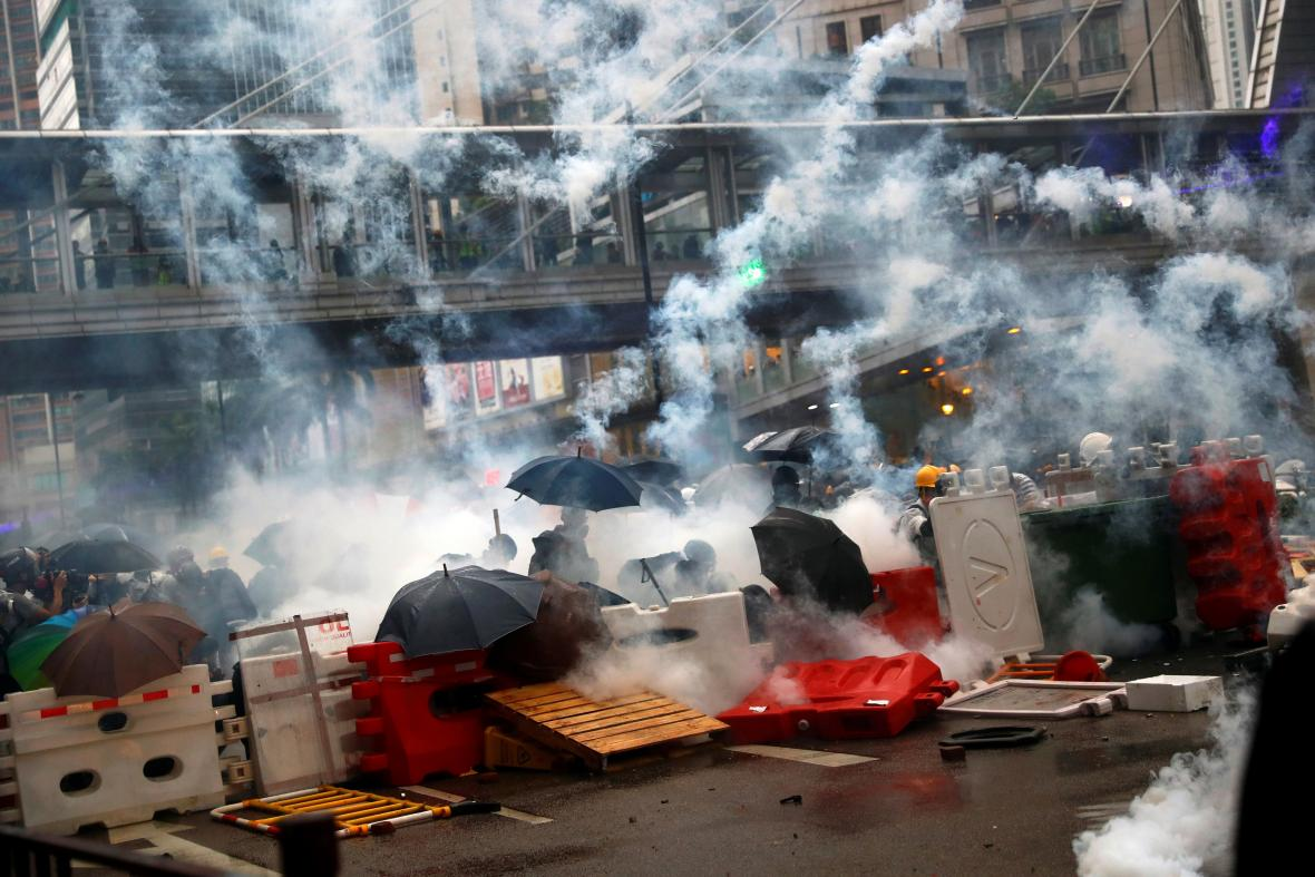 Protest v Hongkongu se opět změnil v potyčky s policií