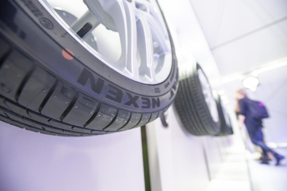 Vystavené pneumatiky na slavnostním zahájení provozu korejské továrny Nexen Tire Europe