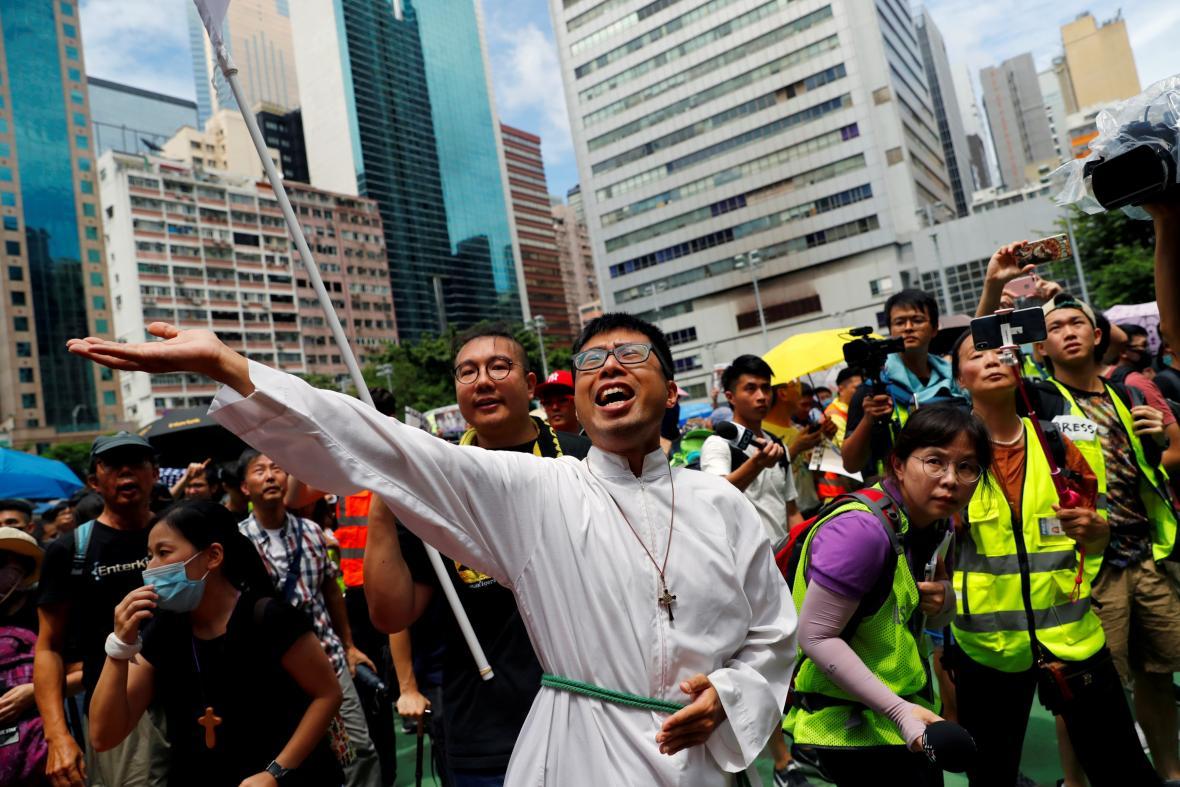 Demonstrace svolaná jako náboženský průvod