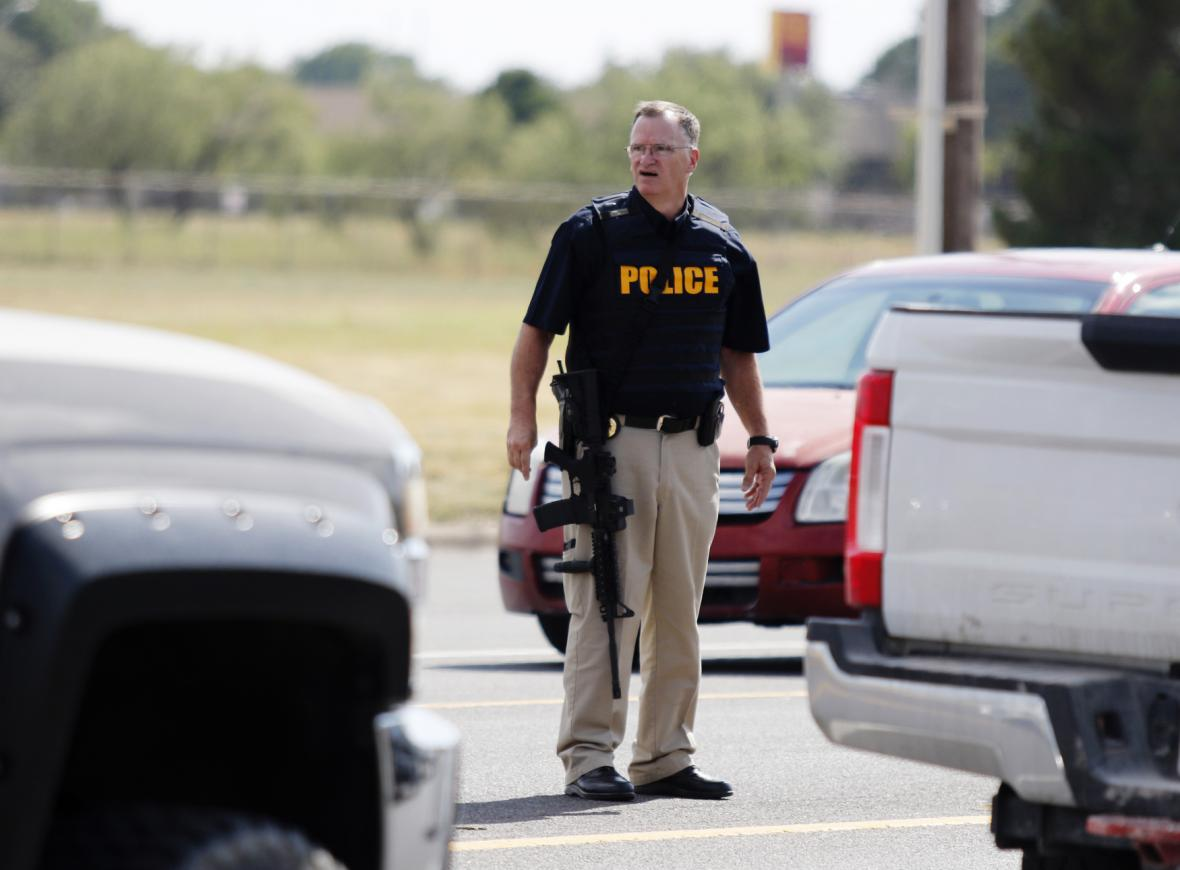 Střelec v Texasu zabil pět lidí a 21 zranil